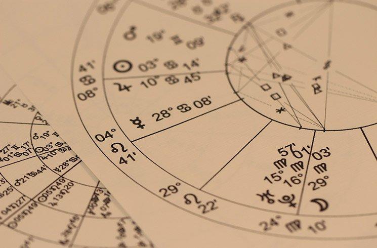 En astrologie, la position des constellations diffère des observations astronomiques